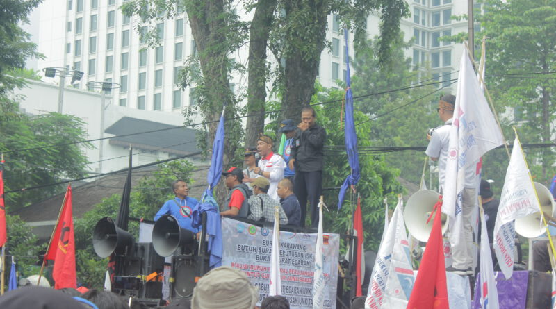Serikat Buruh Jawa Barat Menuntut Ridwan Kamil Menghapuskan Poin D Diktum ke-7