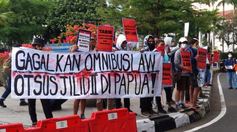 Tak Hanya Omnibus Law, Kini Massa Aksi Bersuara Soal Papua